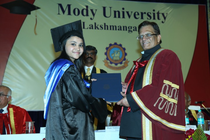 President Dr Vish prasad confering degree 720x480 Ninth Convocation Ceremony of Mody University